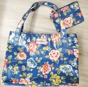 Cath Kidston Lrg Floral Oilcloth Tote & Pouch ACC2